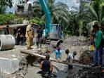 Wabup Asahan Tinjau Normalisasi dan Beton Parit Rodi di Desa Subur