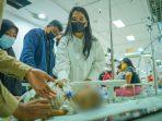 Bobby Nasution dan Istri Jenguk Bayi Penderita Astresia Bilier, Kahiyang Menangis Terharu